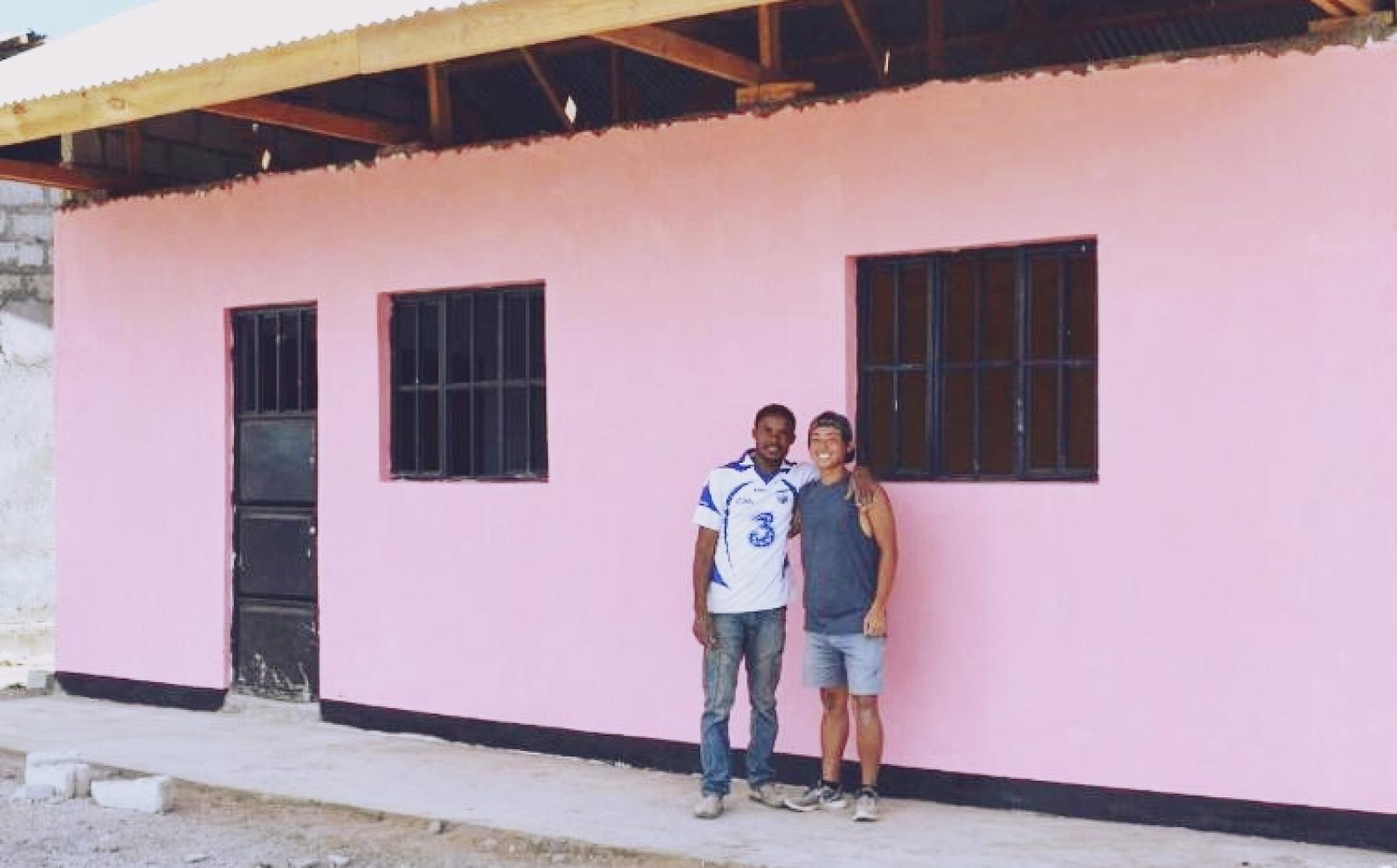 タンザニアで建築ボランティア中の中沢輝城さん